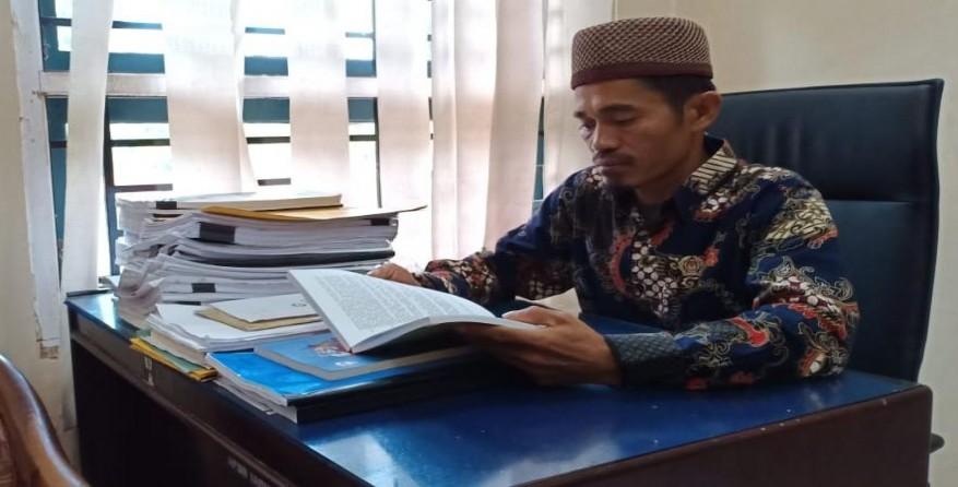 Komisioner KPUD Lutim, Muhammad Abu ( Foto KPUD Lutim )