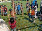 Serunya Anak-anak di Balantang Lomba Panjat Pohon Pisang