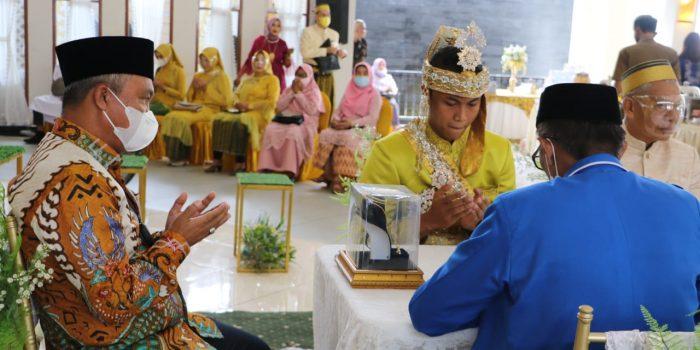 Bupati Lutim Jadi Saksi Pernikahan Warga Palopo