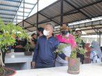 Di Pasar Hobi, Bupati Lutim Lepas Burung