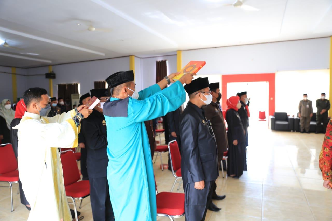 Sekda Lantik 49 Kepala Sekolah di Lutim